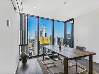 Sleek and central Melbourne apt, city views, 2 Bdr