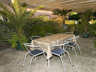 Makarska Apartment Sleeps 6 with Air Con and WiFi - 5460966
