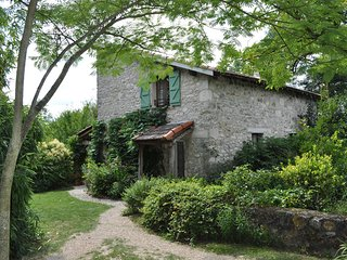 Country Cottage, Pool, Shaded Veranda, Garden, Wood-Burning Stove, 2-6 Guests