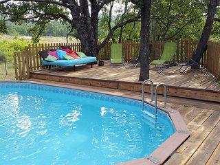 maison avec terasse sur pilotis et piscine chauffée