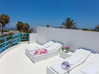 Central Light Villa less than 100m from the beach