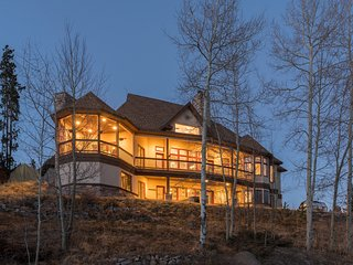 Luxurious Custom Home, 8000 Sq. Ft, 8 Bedrooms plus bunk area, sleeps 28