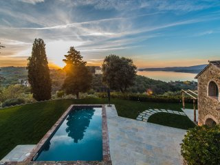 Colognola, authentic hilltop villa overlooking the Trasimeno Lake