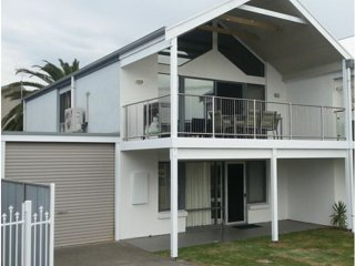 Port Elliot Beachcomber Beach House Holiday Rental Beachfront Horseshoe Bay