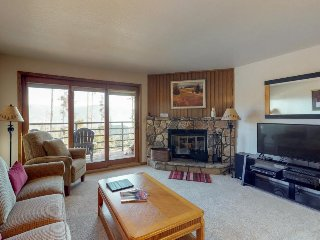Convenient condo with shared pool & hot tub, views - close to lake and slopes!