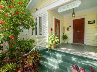 Key West paradise with shared pool - close to shops, restaurants, and beaches