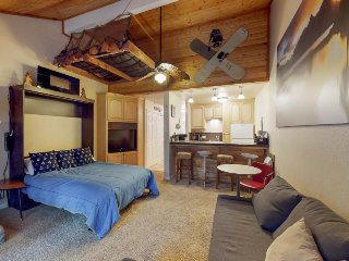 Charming, dog-friendly condo w/ shared pool & hot tub - near Shaver Lake