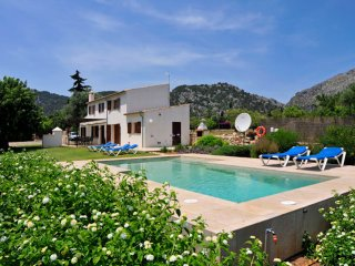 Pollensa Villa & pool Walking distance Centre Town, 3beds WIFI