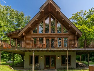 Chalet Chinook, Mont-Tremblant waterfront log home (Lac aux bleuets)
