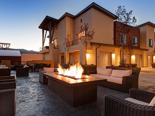 Immaculate Park City townhome with private hot tub, great mountain views!