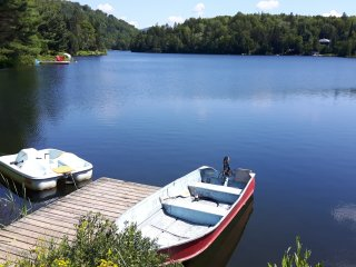 Splendid Lakefront Chalet Wifi Spa Ski Fireplace Boats View near Mont-Tremblant