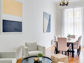 Gorgeous apartment w/ small balcony & lovely interior - steps to Charles Bridge!