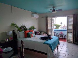 Azul, Studio suite, Ocean view, Beach front, 7 mile Beach