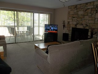 Great 2 bedroom condo at Bay Point! Close to Pool & Dock, WiFi, Smaller Complex