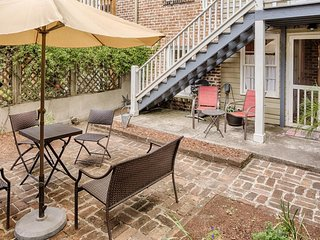 Romantic retreat w/ fireplace, close to Forsyth Park & the Historic District