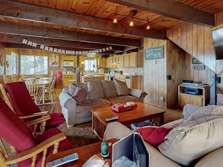 Cozy chalet with free WiFi, cable, and close proximity to ski slopes!