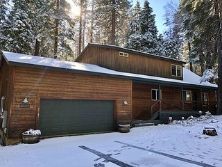 Squirrels Nest - upscale retreat - 3 bedrooms, 3.5 bath, loft - sleeps 11.