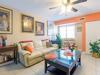 Room in Elegant 2/2 Condo, 920 sf, 4 mi. to St. Pete Beach!
