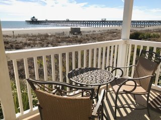 Elegant Eurostyle oceanfront flat--3/3 BR --walk to Pier, pubs and eateries