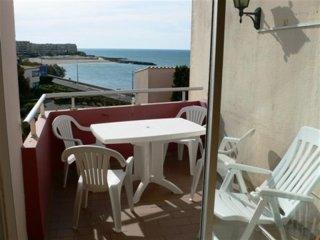 2 pieces avec terrasse et vue mer