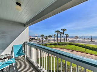 NEW! Beachfront 1BR Galveston Condo w/Pool Access!