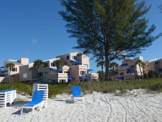 Condo in  Beach Resort 2BR/2BR - Great Rates! Heated pool,Tennis & Shuffleboard