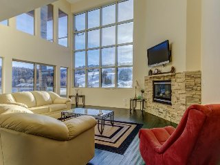 Modern & bright two-level condo w/ balcony & front row ski slope views