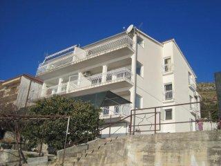 Apartment Larissa Seget Donji A3 4+2