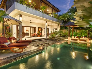 2 Bedroom Villa 350meters to Ku De Ta, Seminyak;