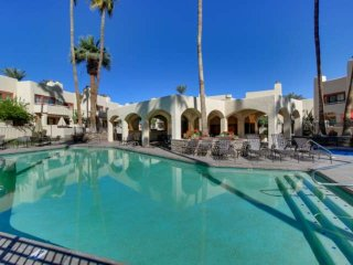 Southwest Resort Style Condo. Relax & Enjoy Fine Dining, Golf, Exclusive Shoppin