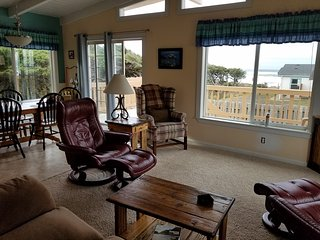 OurSandDollar: ocean view and easy beach access.  pet friendly