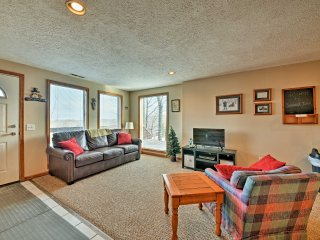 NEW! Cozy 3BR Winterplace Ski-In/Ski-Out Cabin!