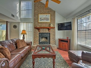 Charming Savannah Townhome - 15 Mins to Midtown!