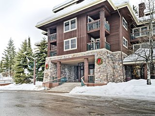 NEW! Ski-In/Ski-Out 2BR Whitefish Condo!