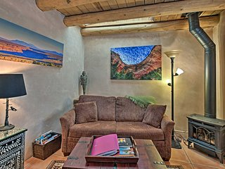 Quaint Santa Fe Casita - 1 Mile to Town Plaza!