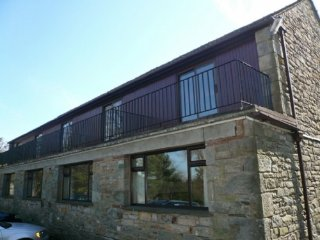 WOODSIDE COTTAGE 4, Cosy cottage, views, WiFi, family friendly, pets welcome, pa