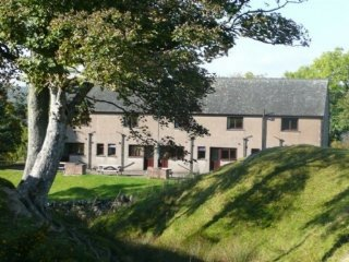 WOODSIDE COTTAGE, pet friendly, holiday park, Ref: 973209