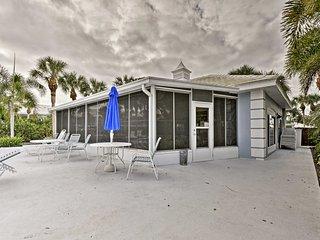 Venice Condo w/ Lanais on Golf Course Near Beaches
