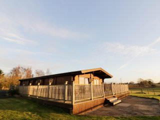 LOOK OUT LODGE, open-plan living, view to Malvern Hills, WiFi, Ref 971433