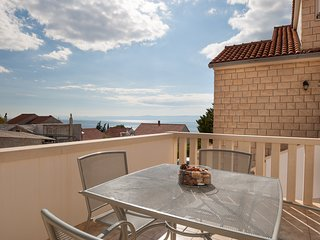 Livia 4•Sunny 2 BR apt•sea view balcony•breakfast•near center&beach• shared BBQ