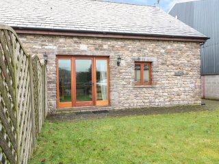 LONGSIDE, mezzanine, spacious retreat, in Gilwern, Brecon Beacons National Park,