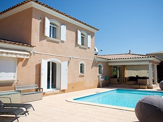 38182 3-bedroom villa, airco, heated pool 7 x 4 mtr. sea/centre at 130 mtr.