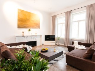 Glamour Premium A 5-Bedrooms, 5-Bathrooms, Balcony (Prague Old Town)