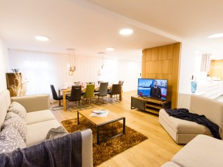 Glamour Premium E 4-Bedrooms, 4-Bathrooms, Panorama Terrace (Prague Old Town)