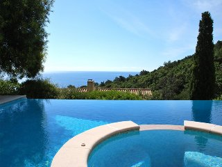 211027 4-bedr villa,panoramic sea views,airco,infinity pool 9 x 5, beach 300 mtr