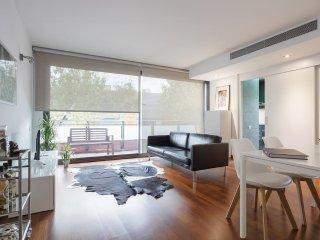 NEW modern flat next 2 Fira Barcelona.