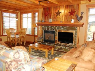 Big White Copper Kettle #114: 3 Bedroom Premium Condo + Hot Tub