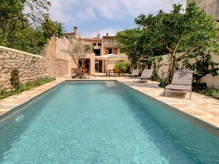 Villa Llum,great pool, modern townhouse, Pollensa