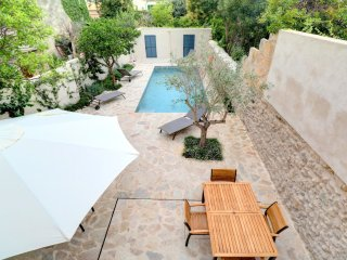 Pollensa Townhouse, modern design, large pool