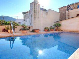 Cozy house, swimming pool, available all year, clo